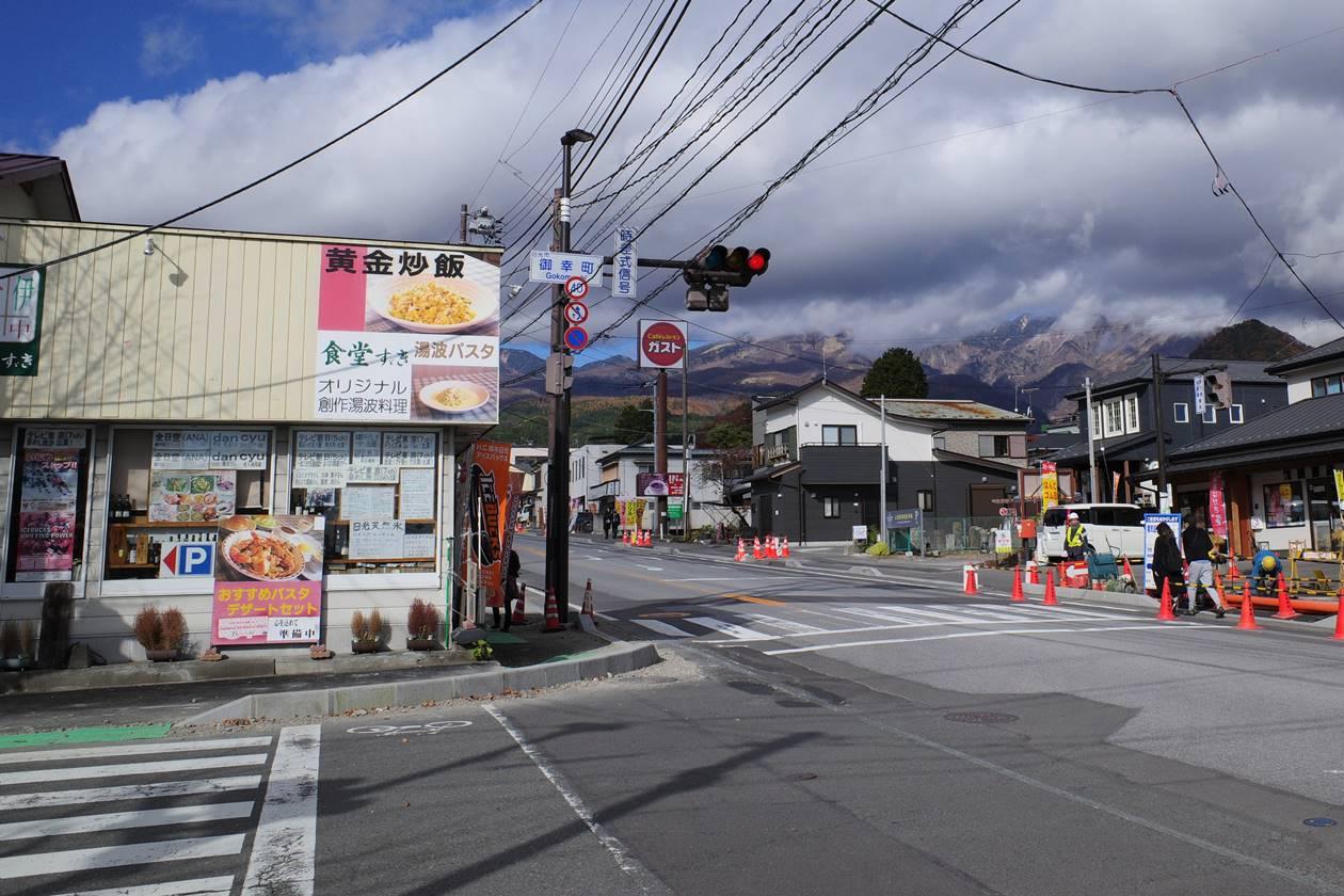 鳴虫山登山口へ 御幸町信号を左折