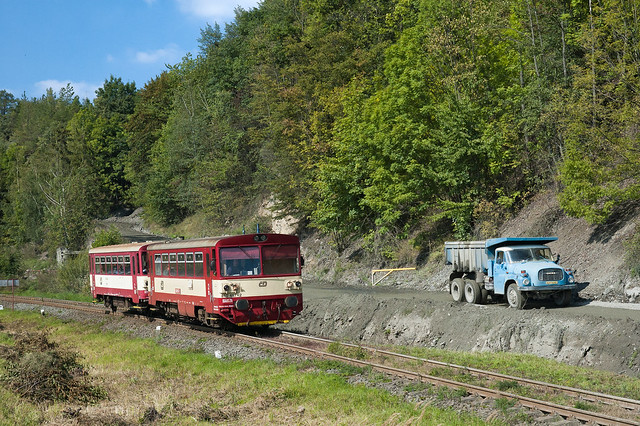 ČD 810.457-2, Os13309, Jakubčovice nad Odrou, 276 (and Tatra 148)