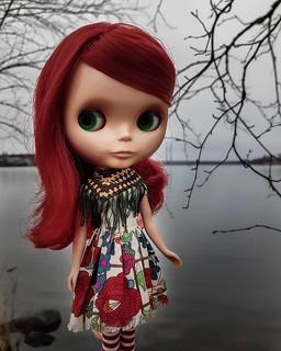 Some Rouge Noir to brighten up this gray day ☁️❤☁️ . #blythe #blytherougenoir #rougenoir #takarablythe #dollportrait #dollphotography #dolliina #blythestagram #takara #crochet #crochetdollclothes #sew #sewdollclothes #tirinandkattenpattern