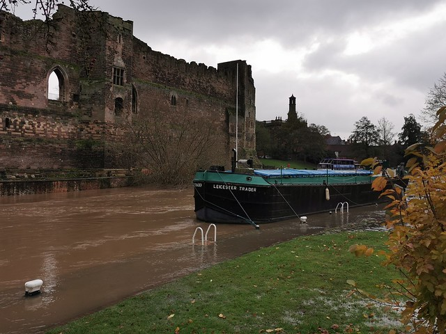 Newark Castle, River Trent and the Leicester Trader, experiencing the flooding.