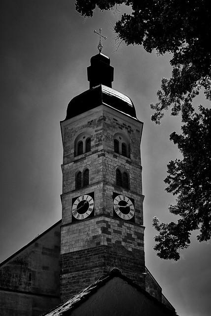 Ein 6-eckiger Kirchturm