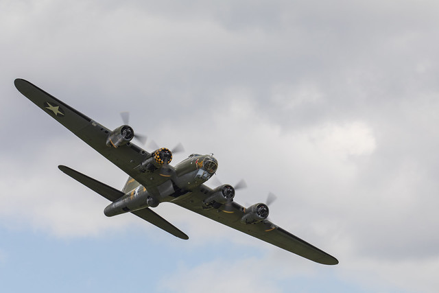 B-17 Flying Fortress (G-BEDF)