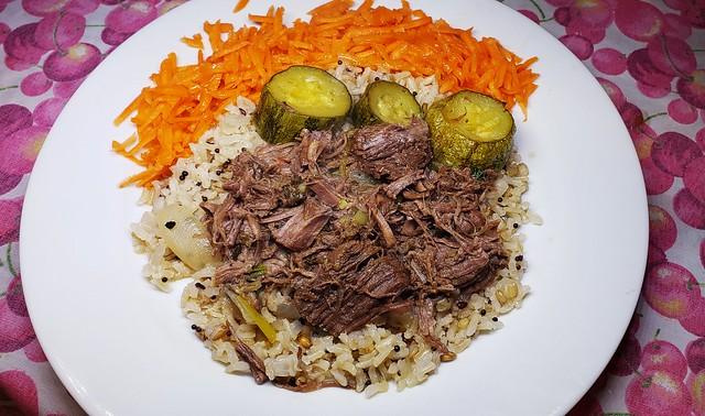 #161219 #almoço #paleta bovina #arroz integral #abobrinha #cenoura #lunch #cooked meat #brown rice #zuccini #carrot