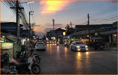 asia seasia asean thailand thai ราชอาณาจักรไทย isaan khonkaen evening sunset traffic building sign powerlines 2019 color colour cameraphone decade2010 canadagood