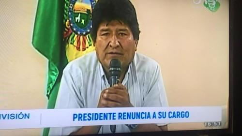 06. Prezident Evo Morales v momente vzdania sa svojej úlohy hlavy štátu.