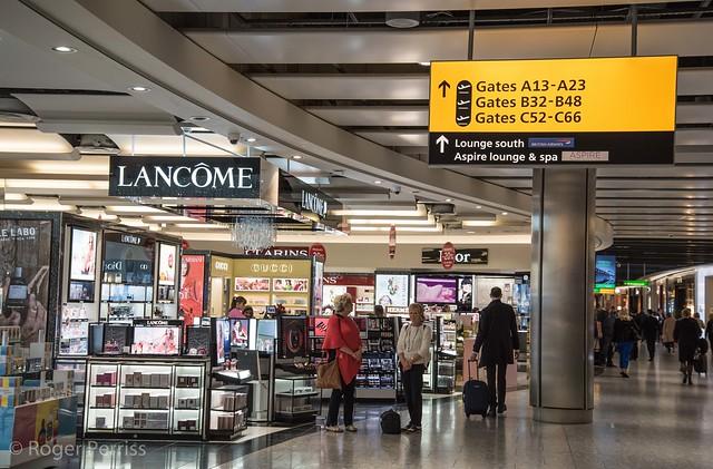 SHOPS in HEATHROW AIRPORT, LONDON_DSC_3551_LR_2.5