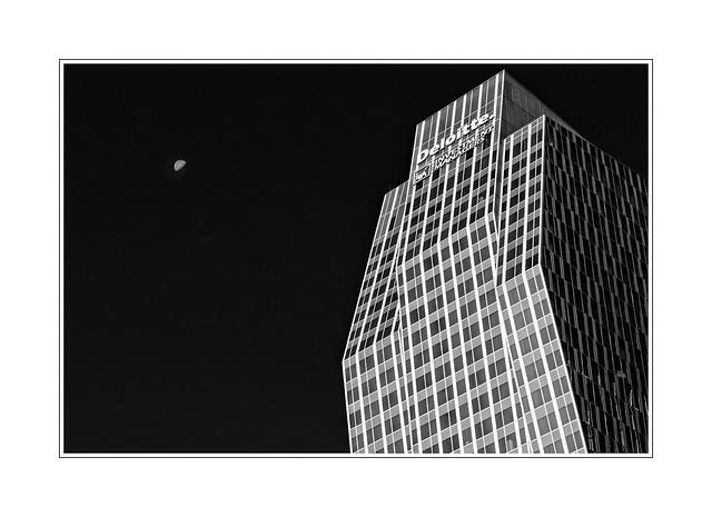 Tour Deloitte Lune moon