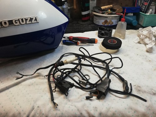 I cablaggi rimossi dalla mia Moto Guzzi V50