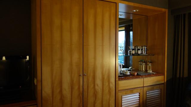 衣櫃的另一頭是minibar@高雄國賓大飯店