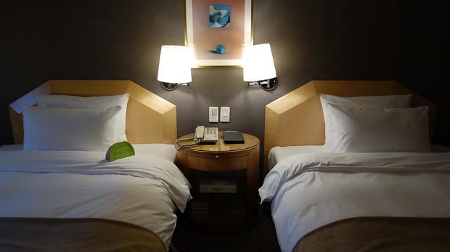 床頭面板也很簡單@高雄國賓大飯店