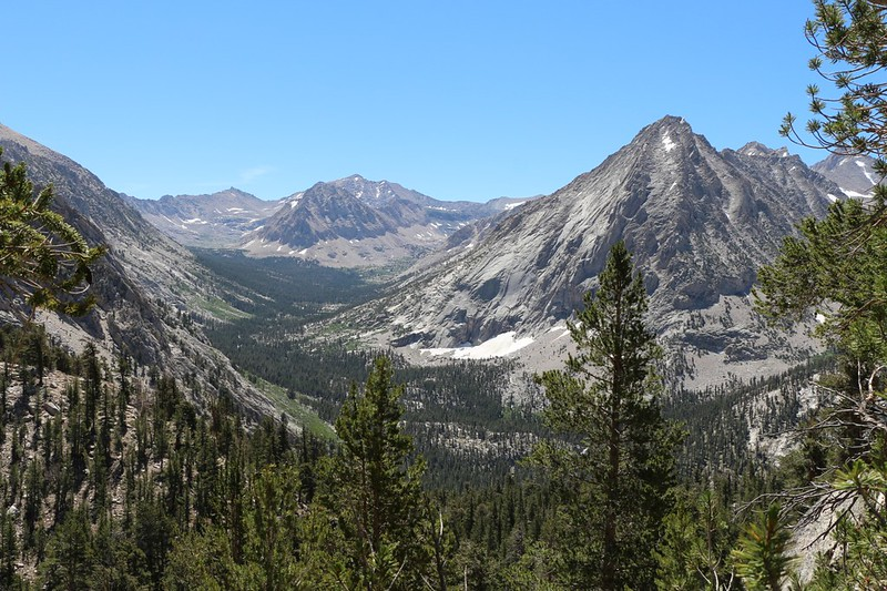 Looking south into the Bubbs Creek Valley from the JMT with Center Peak (left) and East Vidette (right)