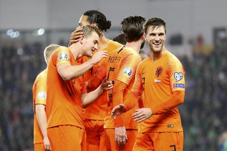 荷蘭賽後慶祝晉級。(達志影像)