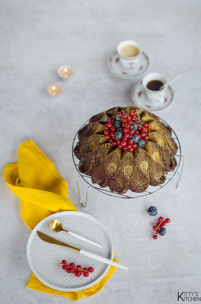 Bundt cake al cacao e polvere d'oro