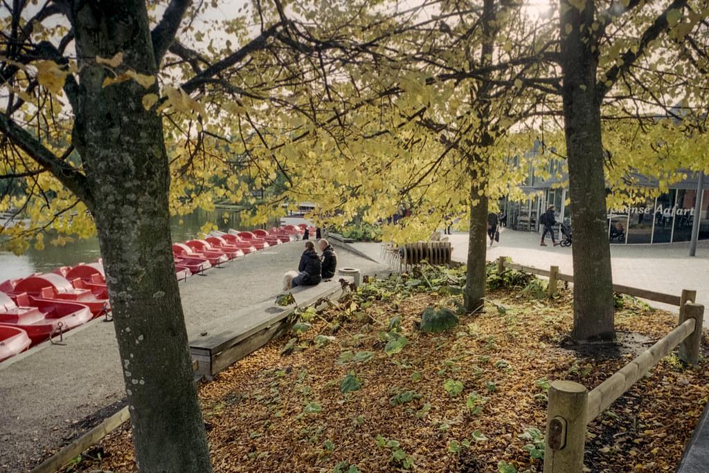Efteråret truer, men man kan stadig sidde uden døre og nyde ålivet