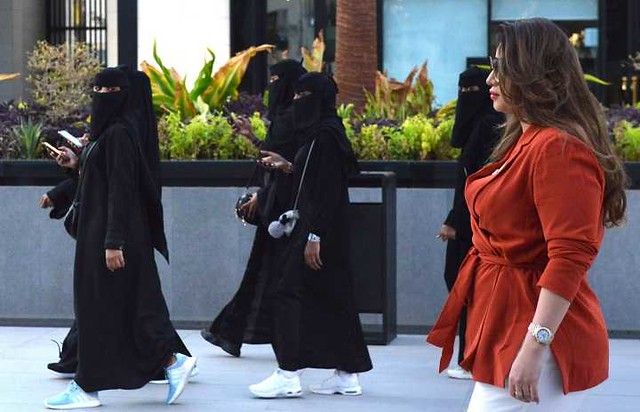 5453 Foreign women are not required to wear an Abaya 01