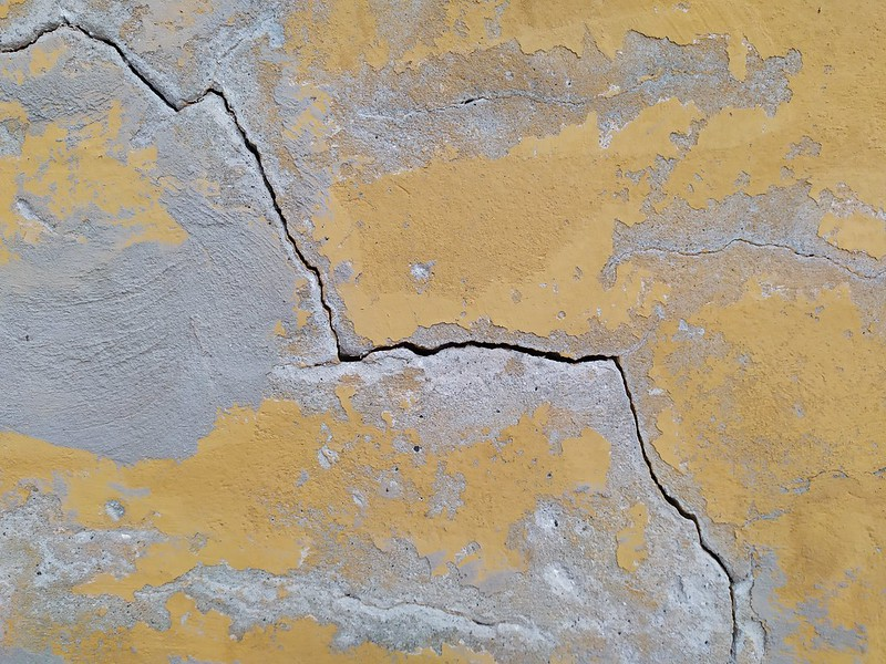 Cracked yellow wall texture - by TexturePalace.com
