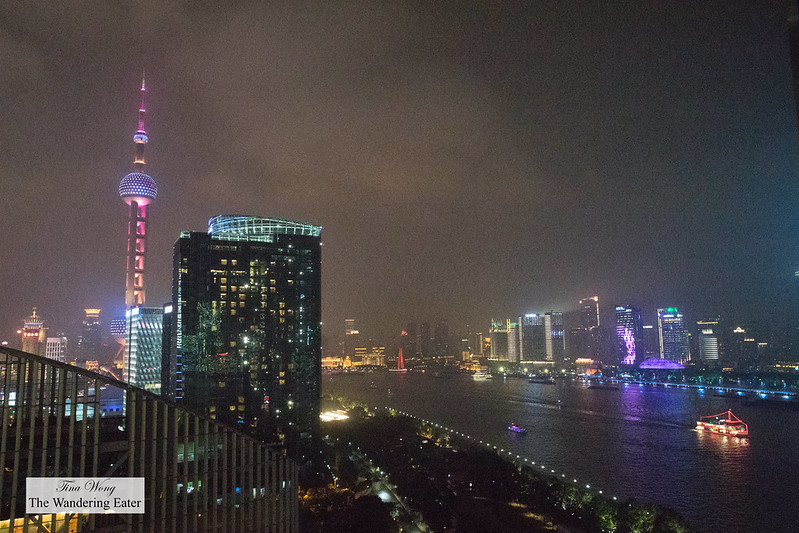 Spectacular room of The Bund and the Oriental Pearl Tower at night