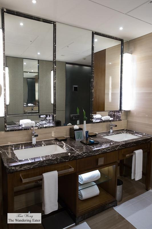 Double vanity sinks