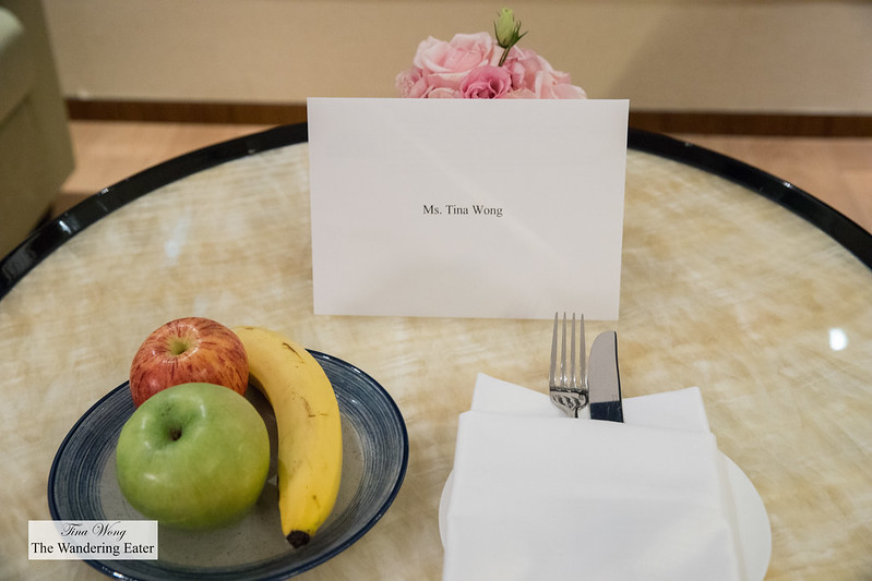 Welcoming note and daily fresh fruit plate