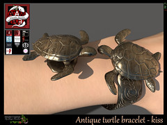 Antique turtle bracelet - kiss