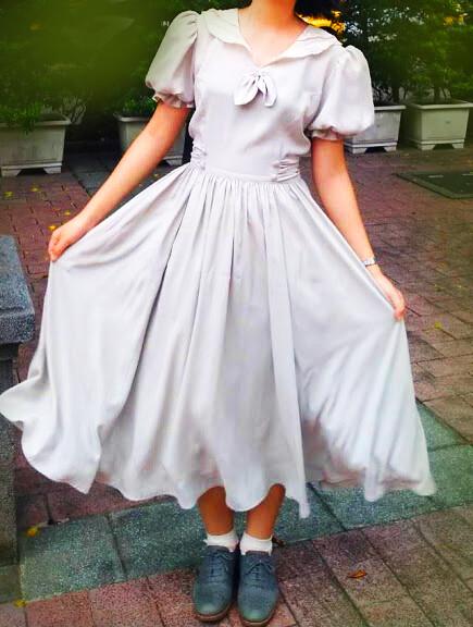 剪裁特殊的古著洋裝。圖/楊同學提供