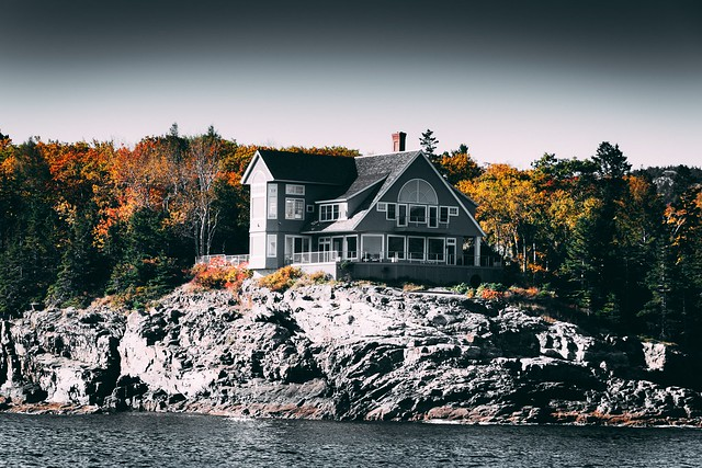gray-and-white-house-beside-body-of-water-2091166