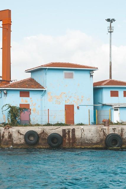 blue-concrete-house-2079626