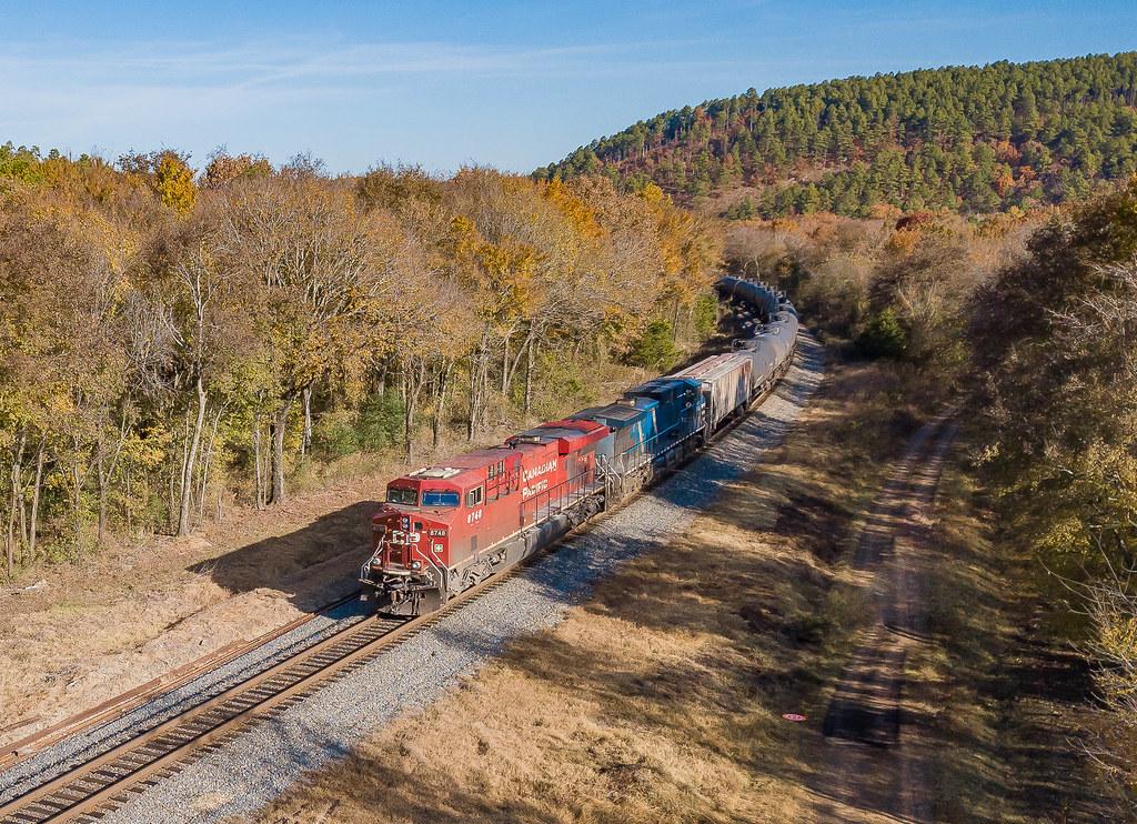 CP 8748 (ES44AC) Train:OBRKCCP09 Stapp, Oklahoma