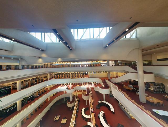 Panorama shot, Toronto Reference Library interior #toronto #torontoreferencelibrary #library #architecture #raymondmoriyama #googlephotos #panorama