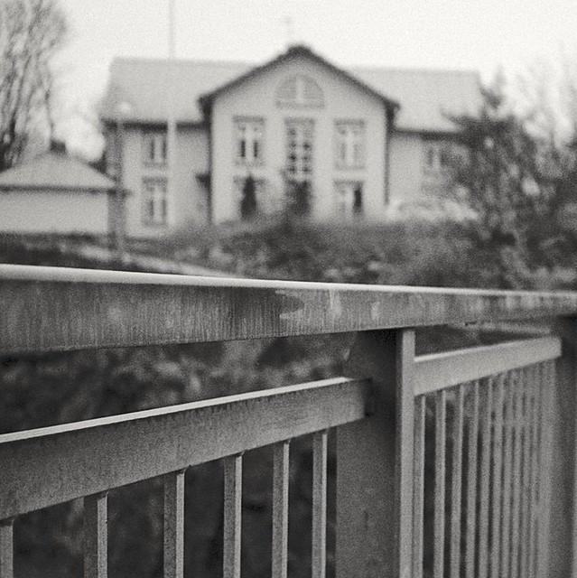 Analog photo: Bridge ro,the,house