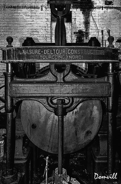 Machine monochrome