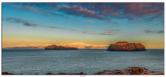 Elliðaey , Bjarnarey og Eyjafjallajökull
