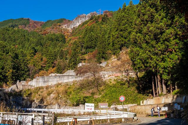 鳥首峠への登山口・・・掘削工場は無くなったんだ