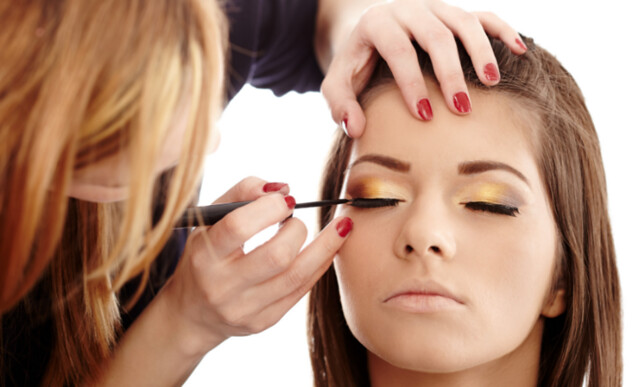 Kursus Make Up Artist (MUA) Terbaik - biaya kursus make up malang