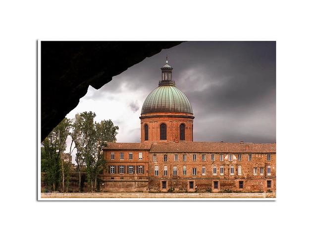 Toulouse, la ville rose : Ce qui frappe dans cette ville quand on y arrive pour la première fois, c'est la couleur si particulière des bâtiments… ROSE !!