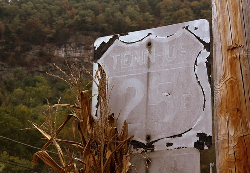 Obsolete US Highway 25E sign - Cumberland Gap, TN