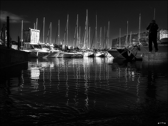 Le photographe du quai... /  The dock photographer..
