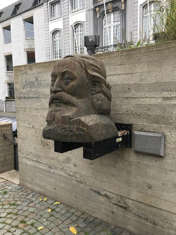 Busto de Peter Benoit