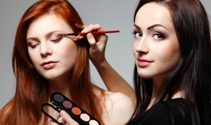 Make Up Artist (MUA) Terbaik - make up wisuda yang simple