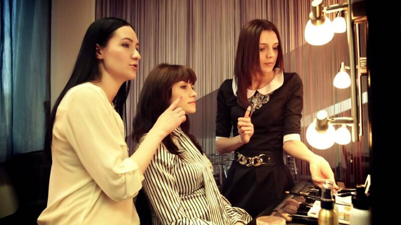 Tempat Belajar Makeup & Kursus Rias Wajah Terbaik - belajar make up natural dengan wardah