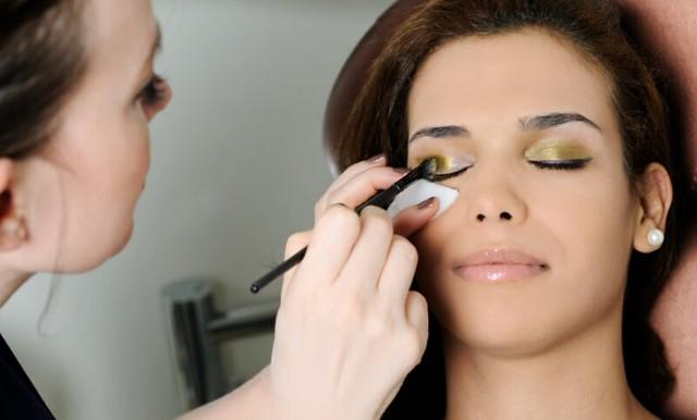 Belajar Makeup dan Kursus Rias Wajah Terbaik di Halongonan – Padang Lawas Utara