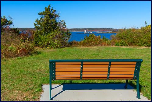 fortgettystatepark large bench mondsy 1019 dutchislandlighthouse 2019 jamestown rhodeisland unitedstatesofamerica