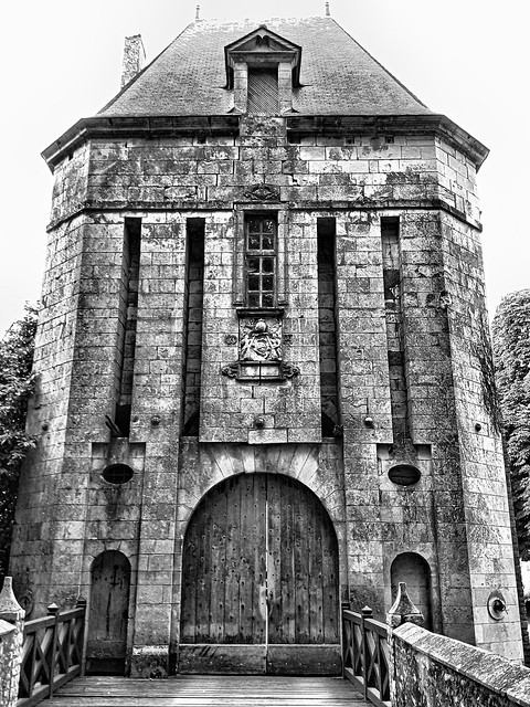 Entrée du château de Sagonne, Berry.