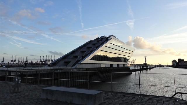 2004/05 Hamburg Dockland Office Building in shipshape 25mH/6Et. von Jens Bothe/Kai Richter/Hadi Teherani Van-der-Smissen-Straße 9 in 22767