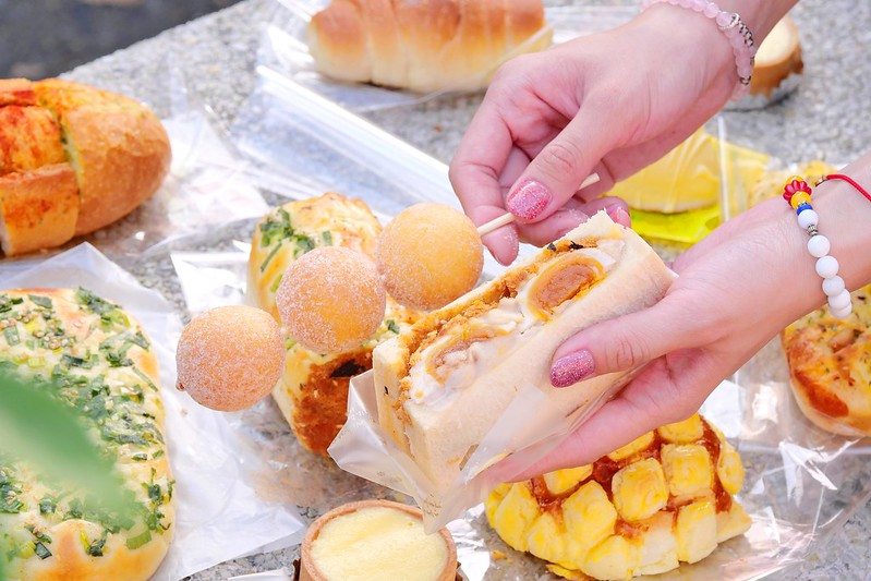 49085846498 f991f8a810 c - 台中麵包甜點_ㄅㄨㄅㄨ麵包車:排隊麵包車大里/大雅/東興路出沒 最便宜5個100元2.5小時快閃完售!