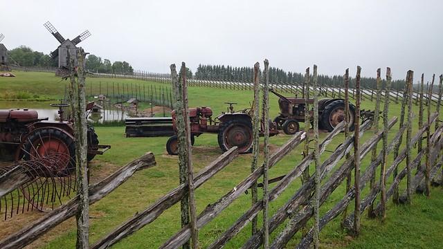 Traktorid Angla tuulikumäel / Tractors by Angla Windmills in Saaremaa, Estonia