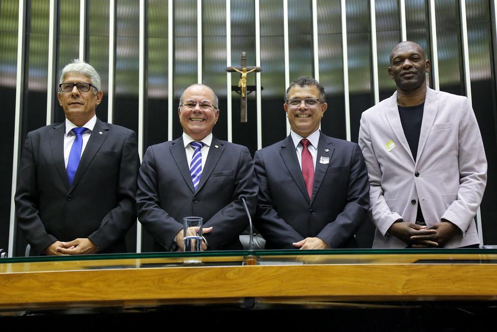 Sessão na Câmara em homenagem ao milésimo gol de Pelé