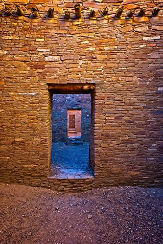 amati alanamati america american usa us southwest west western fourcorners goldencircle grandcircle door doors ruin architecture chaco canyon culture national nationalpark nationalmonument indian native pueblo bonito sunrise earlymorning early earlylight doorway newmexico nm ancient dweling house great ceremonial