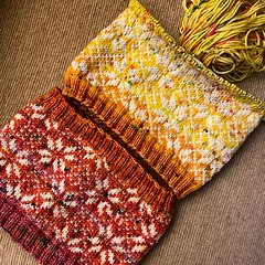 Current status: 5 rows 'til yarn chicken. [322/365] . #ESKSimplyScandinavianKAL #EatSleepKnit #Ravelry