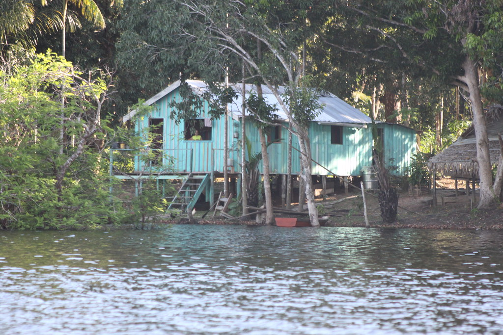 亞馬遜雨林中原住民的住處 Amazon local people